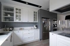 Jasna kuchnia otwarta na jadalnię i salon - Architektura, wnętrza, technologia, design - HomeSquare