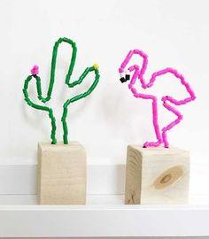 Kijk wat ik gevonden heb op Freubelweb.nl: een gratis werkbeschrijving van Lady Lemonade om een cactus en een flamingo te maken van ijzerdraad en strijkkralen https://www.freubelweb.nl/freubel-zelf/zelf-maken-met-strijkkralen-cactus-en-flamingo/