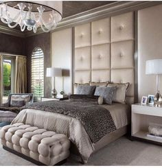 Bedroom goals! In love with this headboard style