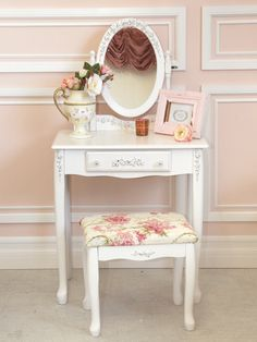 cute little vanity.. Christmas gift for Mylie.. loving it.  Just gotta find one.