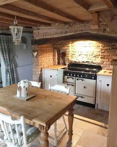 Over the years, many people have found a traditional country kitchen design is just what they desire so they feel more at home in their kitchen. Home Kitchens, Cottage Kitchens, Rustic Kitchen, Kitchen Design, Rustic House, Sweet Home, Kitchen Inspirations, Country Cottage Decor, Country Kitchen