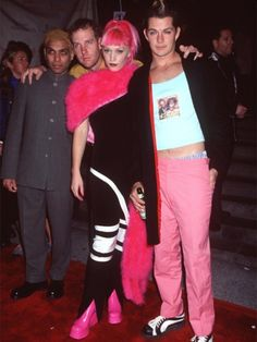 Words cannot express the amount of love we have for Gwen Stefani and this photo. Another reason we love the 90s!