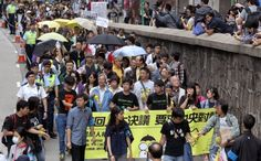 Pro-democracy protesters wearing yellow umbrellas and ribbons make their way from Central to Sai Wan. Photo: Dickson Lee
