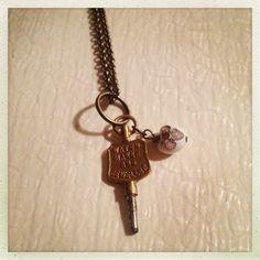 Ciondolini americani..la chiavetta era di una gioielleria e serviva a caricare gli orologi da taschino