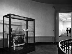 marcel broodthaers - Google 搜尋 Marcel, Oversized Mirror, Display, Google, Furniture, Home Decor, Floor Space, Billboard, Interior Design