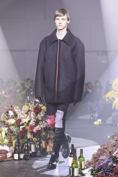 The complete Raf Simons Fall 2018 Menswear fashion show now on Vogue Runway.