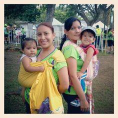 """Carrera de la Mujer Colombia, """"MAMÁS Y BEBÉS EN COCHE"""" Un evento que demostró que nuestros bebés disfrutan más cargados y en contacto permanente con sus padres."""