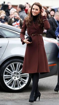 f7ae3d2cfd1 Chocolate brown adding depth in autumn. Vestido Kate Middleton