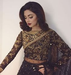 How to Select the Best Modern Saree for You? Pakistani Outfits, Indian Outfits, Look Fashion, Indian Fashion, Curvy Fashion, Latest Fashion, Fashion Trends, Designer Sarees Wedding, Modern Saree