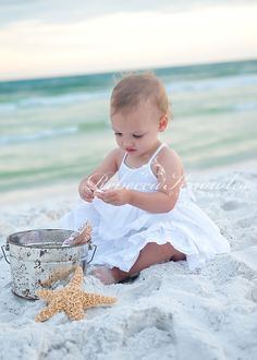 Raise Great Kids With These Proven Tips. If you take some time to learn parenting skills, you will have a lot of fun. Toddler Beach Photography, Toddler Beach Photos, Baby Beach Pictures, Baby Girl Photography, Beach Kids, Children Photography, Baby Photos, Family Photography, Family Beach Portraits