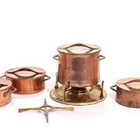 A copper and brass fondue pot with burner, three saucepans and a brass trivet set of 5 von Jens H. Quistgaard and Richard Nissen
