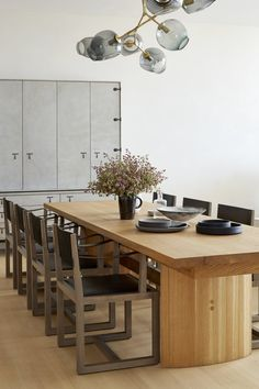 catherine kwong design - beautiful natural dining area with lindsey adelman chandelier above dining table