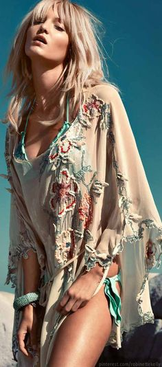 Boho chic kimono for beach swimsuit cover up with a modern hippie inspiration. For the BEST Bohemian fashion trends Hippie Chic, Hippie Style, Boho Chic, Gypsy Style, Boho Gypsy, Hippie Masa, Mode Hippie, Bohemian Mode, Bohemian Style