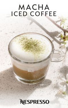 A refined beverage, the macha iced coffee recipe offers a delicate smoothness and a rich mix of aromatic notes to milk lovers. Green Tea Coffee, Green Tea Drinks, Green Tea Smoothie, Green Coffee Extract, Green Tea Latte, Iced Coffee, Best Nespresso Capsules, Nespresso Recipes, Green Tea Before Bed