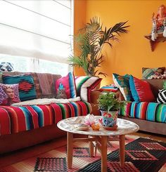 88 beautiful apartment living room decor ideas with boho style Mexican Living Rooms, Mexican Bedroom, Mexican Interior Design, Interior Ideas, Boho Dekor, Mexican Home Decor, Colourful Living Room, Deco Design, Ux Design
