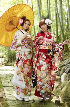 "furisode  furisode is a traditional formal kimono with long sleebs witch unmarried  woman wear .  A type of kimono for married woman is called ""tomesode""  which has short sleevs with family crests on."