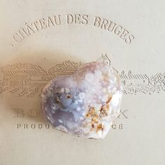 Flower Agate helps us in manifesting and nurturing our dreams. Crystal Healing Stones, Clear Crystal, Love Valentines, Valentine Day Gifts, Creative Art, Creative Ideas, Jerome Arizona, Aura Cleansing, Save The Bees
