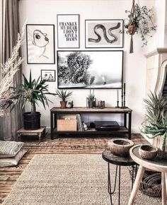 Фотография Beige Living Rooms, Living Room Tv, Manly Living Room, Gallery Wall Frames, Frames On Wall, Picture Frame Tv, Tv Wall Decor, Framed Tv, New Wall