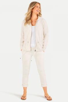 Juvia Damen Sweatjacke mit Kapuze Beige | SAILERstyle Elegant, Lounge Wear, Blazer, Material, Beige, Women, Products, Fashion, Jacket With Hoodie