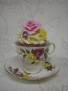 ٠•●●♥♥❤ஜ۩۞۩ஜஜ۩۞۩ஜ❤♥♥●   Flower Cupcake in Matching Tea Cup  ٠•●●♥♥❤ஜ۩۞۩ஜஜ۩۞۩ஜ❤♥♥●