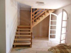 Escadas e corrimão em madeira