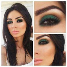 Green eyeshadow, make-up, smoky eye. I have blue green eyes. This would probably look great on me. Gorgeous Makeup, Pretty Makeup, Love Makeup, Makeup Tips, Green Makeup, Makeup Ideas, Makeup Trends, Fall Makeup, Makeup Tutorials