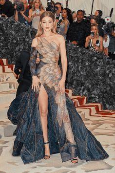 Looks Gigi Hadid, Gigi Hadid Style, Look Fashion, Runway Fashion, Fashion Show, Gala Dresses, Red Carpet Dresses, Mode Collage, Met Gala Outfits