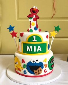 We love this Sesame Street cake featuring Elmo, Big Bird, Cookie Monster, and Oscar the Grouch. A bright and colorful treat to celebrate a birthday boy or girl!