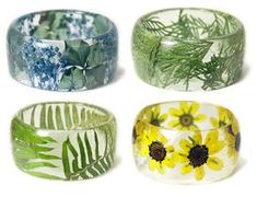 Sarah Smith, the artist behind Modern Flower Child store, makes sweet resin bangles and bracelets from resin, plants, and flowers. Resin Jewlery, Resin Bracelet, Resin Ring, Flower Bracelet, Bracelets, Diy Resin Flower Jewelry, Resin Crafts, Resin Art, Resin Flowers