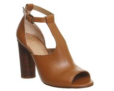 Around Cylindrical Heeled Shoe Boots