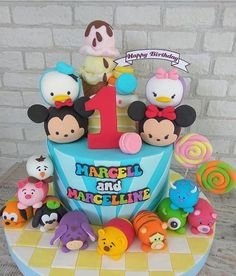 Tsum tsum cake Tsum Tsum Birthday Cake, Tsum Tsum Party, Mickey Mouse Birthday, Cupcake Cake Designs, Cool Cake Designs, Cupcake Cakes, Tea Party Baby Shower, Baby Party, First Birthday Party Themes