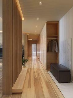 detalhe do piso LINDO !! Ripas de madeira fazendo a divisória do corredor são iluminadas em cima !!