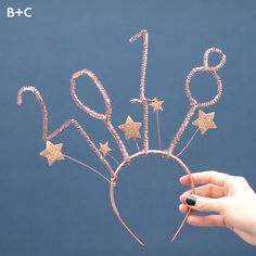 Get photo booth ready in minutes with these simple NYE crowns! New Year's Eve Crafts, Holiday Crafts, Christmas Headpiece, Scary Halloween Food, Diy Crown, Nye Party, New Years Eve Party, Xmas Decorations, Homemade Gifts