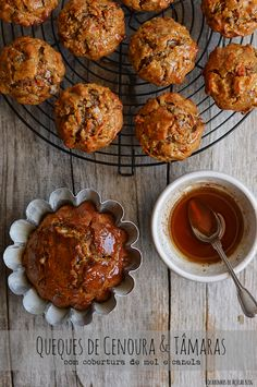 Carrot and Dates Cupcakes with honey and cinnamon topping - Desserts City Carrots And Dates, Honey And Cinnamon, Little Cakes, Portuguese Recipes, Carrot Cake, Carrot Muffins, Cookie Desserts, Cookbook Recipes, Muffin Recipes
