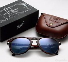 A edição limitada da #Persol em homenagem ao astro #SteveMcQueen está se esgotando em nossas lojas. O momento que garantir o seu óculos unico é agora!!!  #oticaswanny #ediçaolimitada #manstyle #oculosmasculino
