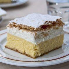 Wer cremige Kuchen gerne mag, ist mit diesen Schnitten genau richtig bedient. Boden und Deckel sind aus knusprigem Blätterteig, der das perfekte Pendant zu den beiden...