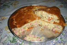 Torta Bauru Ingredientes: Massa: 4 ovos inteiros 1/3 de xícara de queijo ralado 1 xícara de leite 1 xícara de óleo 1 xícara de farinha de trigo 1 colher de fermento em pó sal Recheio: 150 g de muss…