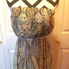 Maxi Dress Ask questions! 🚫No trades  🚫No Pay Pal ✅Bundles  ✅Negotiate/offers  🚭Smoke free  🐶Pet free Dresses Maxi
