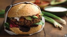 These healthy black bean burgers will satisfy your craving for a big juicy hamburger - without the meat. Perfect for Meatless Monday! Vegetarian Recipes, Cooking Recipes, Healthy Recipes, Ww Recipes, Recipies, Dinner Recipes, Hamburgers, Crockpot, Pulses Recipes