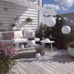 Endelig ☀️☀️☀️ . #myhome #terrace #flowers #summer #sol #patio #terrasse #diysofa #diytable #diy #dyi #palletfurniture #pallesofa #gjenbruk #doityourself #gjørdetselv #handmade _____________________________________________________________________ #myinterior#interior123#passion4interior#interior_delux#interior12follow#doityourway#interiors#interior4inspo#dream_interiors#fashionmagazine#fashionaddict