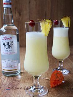 Cum să faci cocktail Pina Colada acasă - Lecturi si Arome Pina Colada, Cocktails, Drinks, Creme Caramel, Mozzarella, Glass Of Milk, Rum, Bruschetta, Tableware