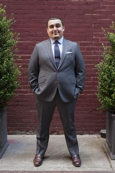 Tips for Heavier Guys featuring Sergio Arteaga Suits For Short Men, Big Man Suits, Cool Suits, Mens Suits, Chubby Men Fashion, Large Men Fashion, Mens Fashion, Fashion For Short Men, Guy Fashion