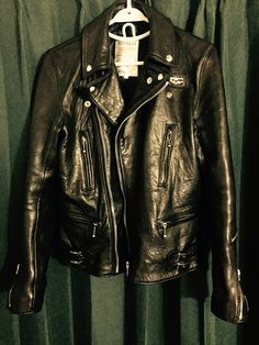 Choosing The Right Men's Leather Jackets. A leather coat is a must for every single guy's closet and is also an excellent method to express his personal design. Leather coats never ever head Green Leather Jackets, Men's Leather Jacket, Vintage Leather Jacket, Biker Leather, Motorcycle Leather, Motorcycle Outfit, Steampunk Motorcycle, Motorcycle Jackets, Leather Fashion