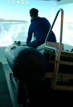 Suomen saaristoja tutkiminen venesimulaattorin avulla on vaihdikasta puuhaa. Oulu (Finland)