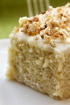 Banana Cake with Cream Cheese Frosting.I used to eat my girlfriends mom's secret stash of Sara Lee banana cake w/ cream cheese frosting. Food Cakes, Cupcake Cakes, Coke Cupcakes, Banana Cupcakes, Strawberry Cupcakes, Vanilla Cupcakes, 13 Desserts, Dessert Recipes, Frosting Recipes