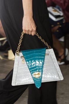 Louis Vuitton at Paris Fashion Week Spring 2019 - Details Runway Photos Luxury Bags, Luxury Handbags, Fashion Handbags, Purses And Handbags, Leather Handbags, Leather Purses, Fashion Bags, Fashion Beauty, Women's Fashion