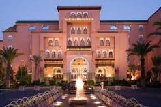 Le Sofitel Marrakech Palais Impérial propose de nombreuses chambres et suites de très haut standing. Il dispose de restaurants et bars et night-club pour se distraire et se restaurer pleinement. Pour se détendre, l'hôtel dispose d'un Spa avec hammam, sauna, massages et soins. La piscine intérieure chauffée offre un lieu idéal pour le farniente.