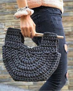 Amei!!! ❤️Incrível essa bolsa . . . By @santapazienzia . . . #crochet #crochetaddict #crochet #croche #croché #croshet #yarnlove #yarn #yarning #knitlove #knit #knitting #trapillo #ganchilloxxl #ganchillo #crocheaddict #fiodemalha #handmade #feitoamao #totora #penyeip #вязаниекрючком #uncinetto #かぎ針編み #inspiracao #inspiration #bolsatrapillo #bolsa #bolsacroche #bolsafiodemalha