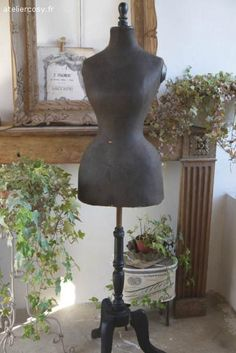 Brocante , ancien mannequin taille de guêpe , Napoléon III Dress Form Mannequin, Vintage Mannequin, Shabby Vintage, Vintage Sewing, Shabby Chic, Vintage Dresses, Vintage Outfits, Mannequins, Decoration