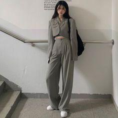 Cropped Blazer, Straight Cut Dress, Korean Girl Fashion, Looks Chic, Mode Streetwear, Overall, Teen Fashion Outfits, Outerwear Women, Korean Outfits